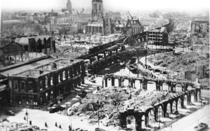 De originele foto van gebombardeerd Rotterdam